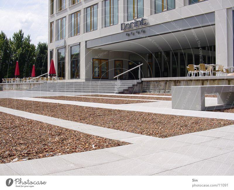 Hotel Architektur Vorplatz Stein