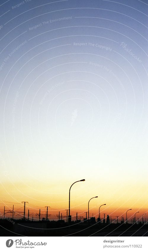 Elektromantik Abendsonne Sonnenuntergang Straßenbeleuchtung Oberleitung Elektrizität Romantik Stimmung ruhig Himmel Frieden Abenddämmerung Eisenbahn friedlich