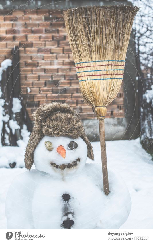 Mann weiß Freude Winter Erwachsene Gesicht Schnee Spielen Glück Feste & Feiern authentisch Lächeln Frost Jahreszeiten Postkarte Hut