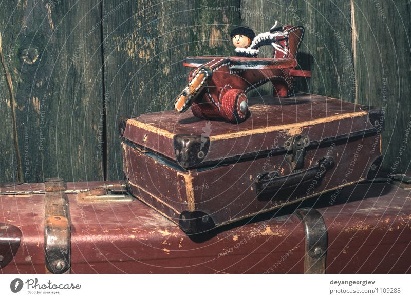 Vintage Kinderspielzeug aus Holz Flugzeug Glück Spielen Ferien & Urlaub & Reisen Luft Himmel Verkehr Fahrzeug Fluggerät Spielzeug alt klein retro weiß Ebene