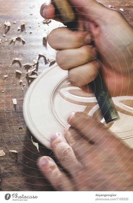 Hände des Holzschnitzers machen Holzschale Dekoration & Verzierung Arbeit & Erwerbstätigkeit Handwerk Werkzeug Mensch Mann Erwachsene Kunst alt Tradition