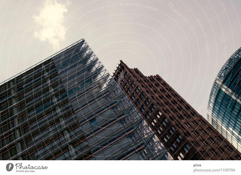 dreimalig Stadt Sommer Haus Architektur Gebäude Berlin Stein Deutschland Fassade glänzend Arbeit & Erwerbstätigkeit Wachstum Büro Glas Hochhaus Beton