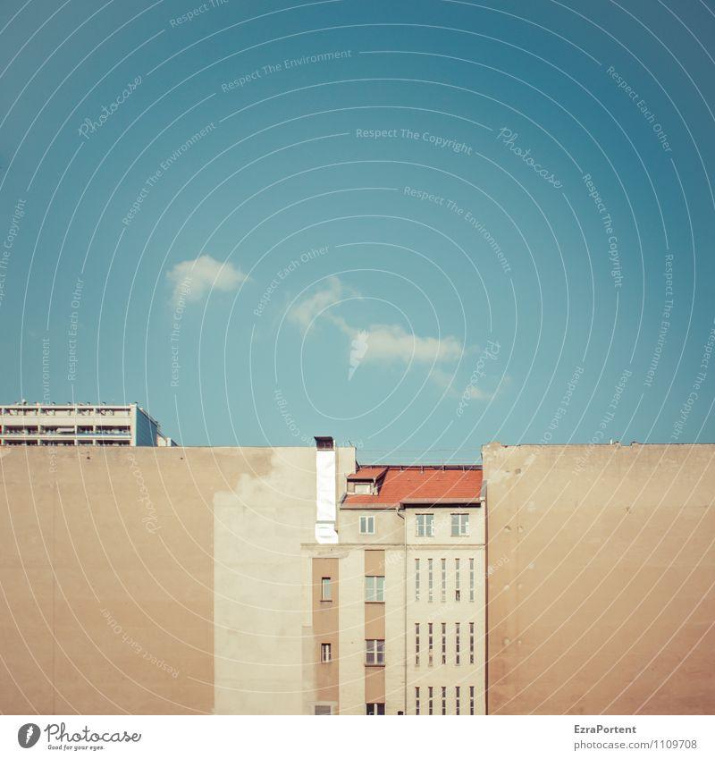 exponiert Himmel Wolken Sommer Schönes Wetter Stadt Haus Bauwerk Gebäude Architektur Mauer Wand Fassade Fenster Dach Stein Beton Linie alt trashig blau