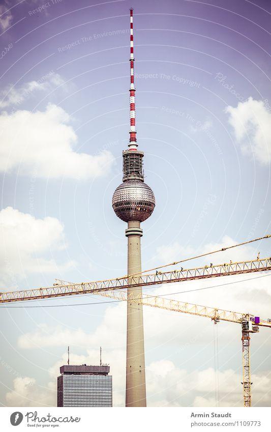 Oma sagt: Berlin ist eine Baustelle Himmel Ferien & Urlaub & Reisen Stadt blau Sommer rot Stimmung Arbeit & Erwerbstätigkeit Design Tourismus hoch groß