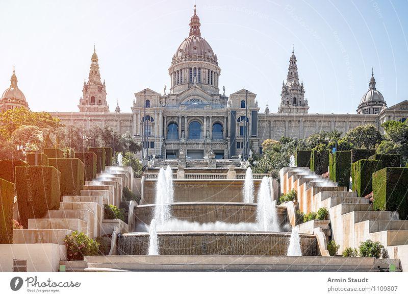 National Museum Barcelona Ferien & Urlaub & Reisen Wasser Sommer Architektur Frühling Stil Garten Lifestyle Design Tourismus Schönes Wetter Brunnen Burg oder Schloss Wolkenloser Himmel harmonisch Wahrzeichen