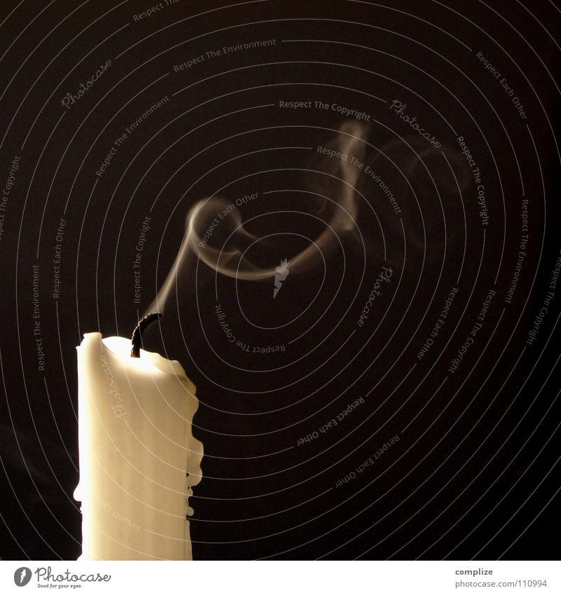 Weihnachten schon vorbei? Weihnachten & Advent weiß schwarz Tod Luft Religion & Glaube Feste & Feiern Wind Brand Trauer Kerze Frieden Ende Wunsch Rauch