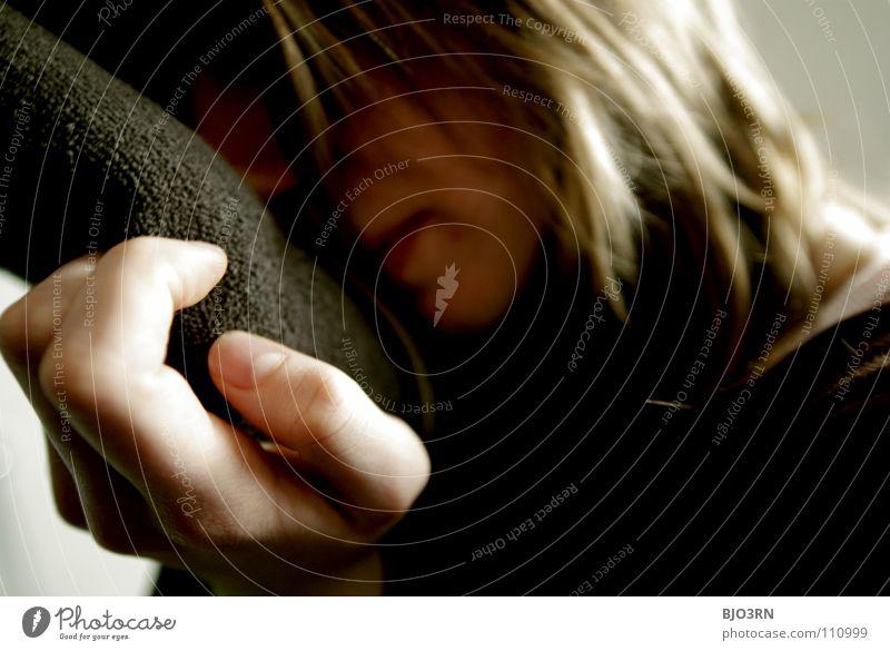 frisches Handtuch Frau Jugendliche Farbe ruhig Erwachsene Erholung Haare & Frisuren braun Haut Finger Europa Romantik Junge Frau Körperhaltung lang