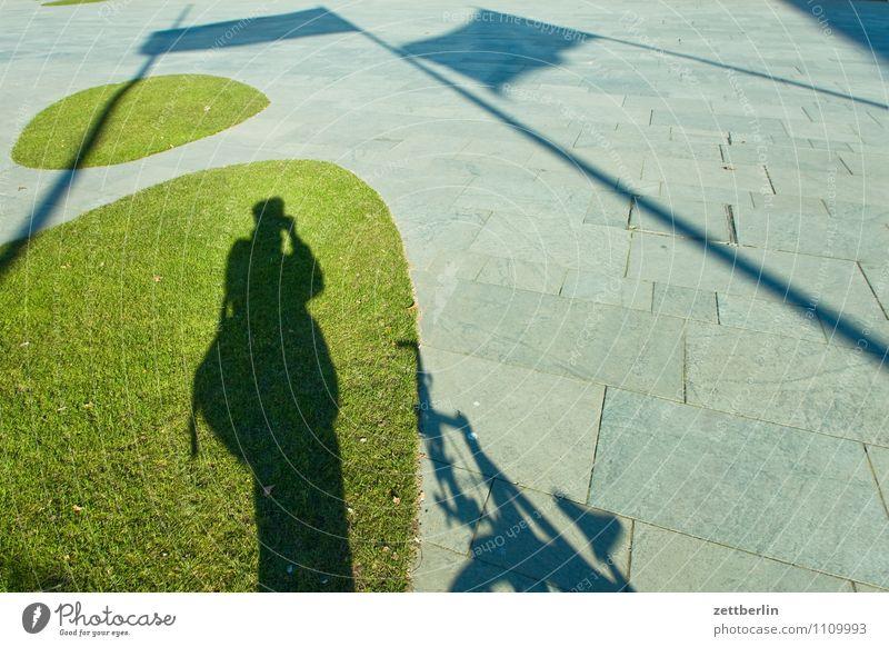 Making of ... Berlin Hauptstadt Stadt Stadtleben Bundeskanzler Amt Regierung Regierungssitz Tiergarten Spreebogen Architektur modern Zaun Gegend Grünfläche Gras