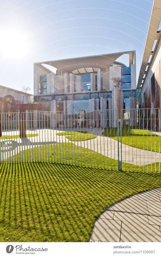 Regieren auf Sicht Berlin Hauptstadt Stadt Stadtleben Bundeskanzler Amt Regierung Regierungssitz Tiergarten Spreebogen Architektur modern Himmel Sonne blenden