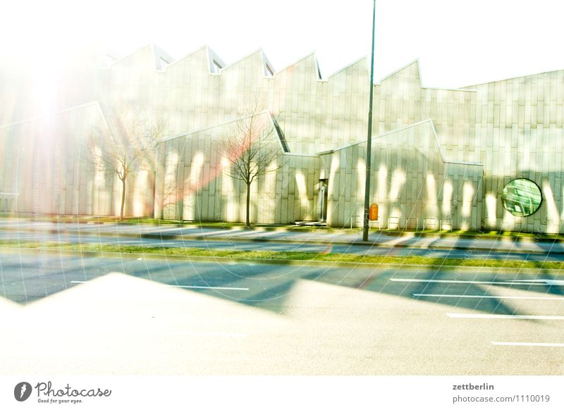 mim Berlin Hauptstadt Stadt Licht blenden Gegenlicht Sonne hell strahlend Beleuchtung Strahlung musikinstrumentenmuseum Kulturforum Berlin Museum Kunst Gebäude