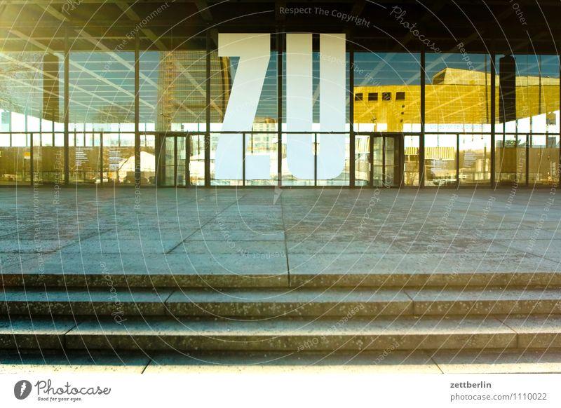 Neue Nationalgalerie Berlin Hauptstadt Stadt mies van der rohe Architektur modern Bauhaus Vorderseite vorn geschlossen Renovieren Modernisierung Nachbildung