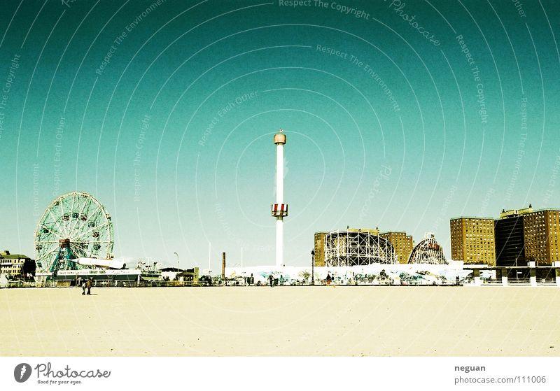 coney island Amerika New York City Stadt Strand Meer Riesenrad Attraktion Ferien & Urlaub & Reisen weiß gelb braun Physik Sommer karrussel Himmel blau hauser