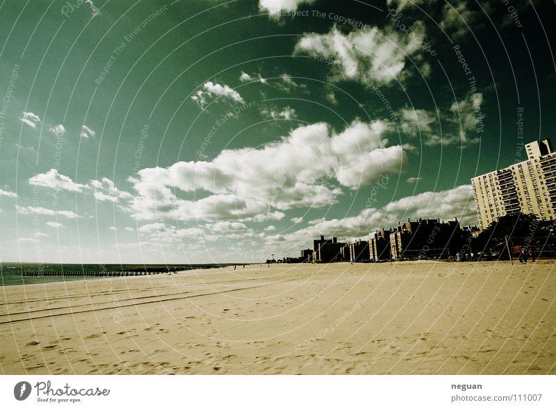 coney island 2 Amerika New York City Stadt Strand Wolken Meer Ferien & Urlaub & Reisen Weitwinkel Himmel blau Coney Island Sandstrand Küste Menschenleer