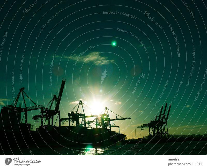 Unser kleiner Hafen [pt. 7] Wasser Himmel Sonne grün Wolken Ferne Farbe Arbeit & Erwerbstätigkeit Wasserfahrzeug Deutschland Hamburg Industrie Fluss Industriefotografie Hafen Maschine