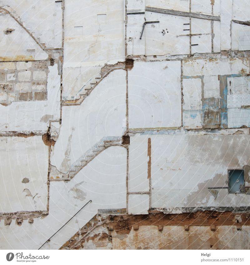 Lebenslinien... weiß Haus Wand Architektur Gebäude Mauer grau Holz außergewöhnlich Stein Linie braun Häusliches Leben authentisch stehen