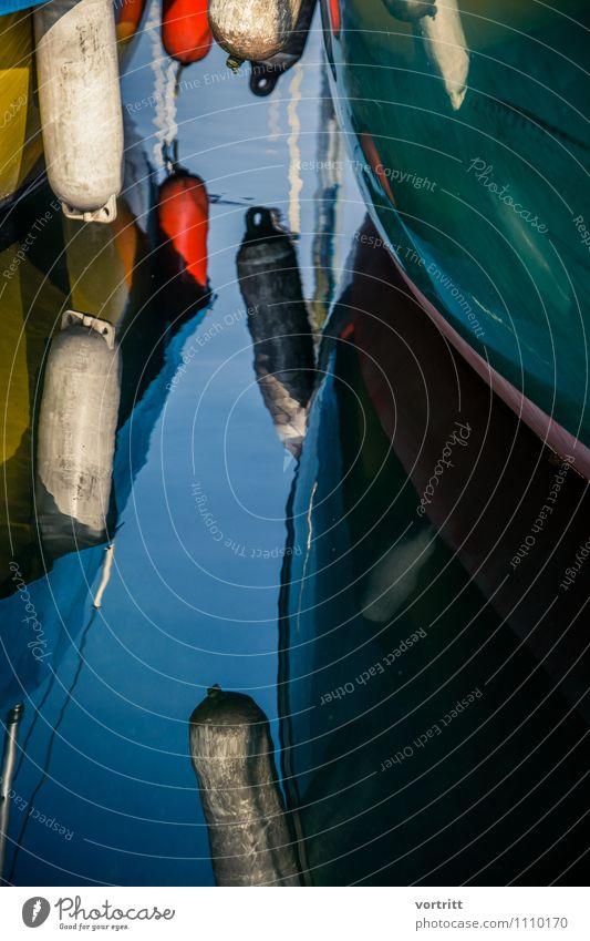 dazwischen Umwelt Natur Urelemente Wasser Schifffahrt Fischerboot Jacht Segelboot Segelschiff blau grün rot Ferien & Urlaub & Reisen See Fender Farbfoto