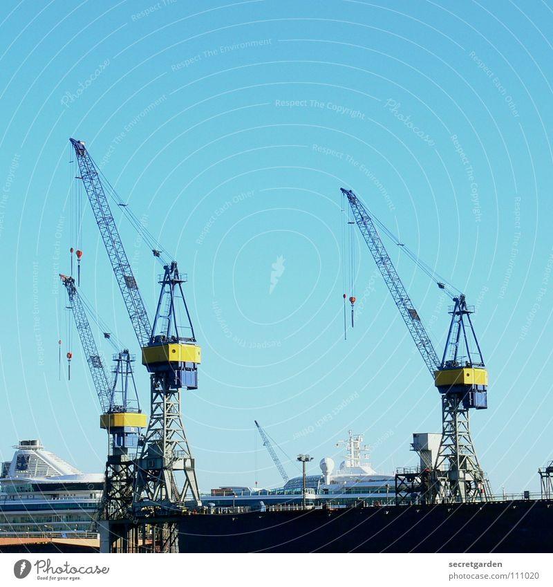 die drei vom dock II Dock Wasserfahrzeug Stadt strahlend Kran Arbeit & Erwerbstätigkeit Arbeiter Physik Herbst Wellen Stahl Panorama (Aussicht) Maschine