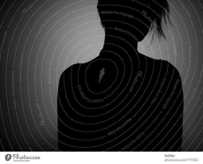 Schattenfrau Frau schwarz weiß Wand Konzentration Kraft Schwarzweißfoto Schattenwand Mensch Brustbild hulibu