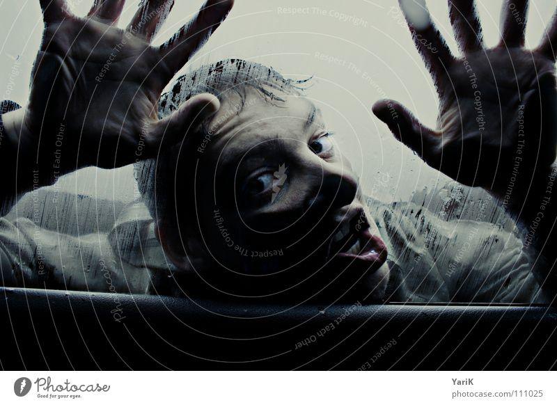 fensterputzer Hand blau Gesicht Auge Wolken dunkel kalt Fenster PKW Mund Regen Angst Glas Wind nass geschlossen