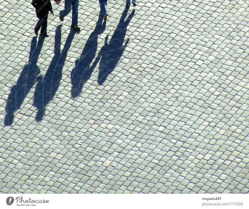 schattendasein IV Fußgänger schwarz Bürgersteig Kopfsteinpflaster Spaziergang gehen Platz Fußgängerzone Dresden Kommunizieren Schatten laufen Paar Beine
