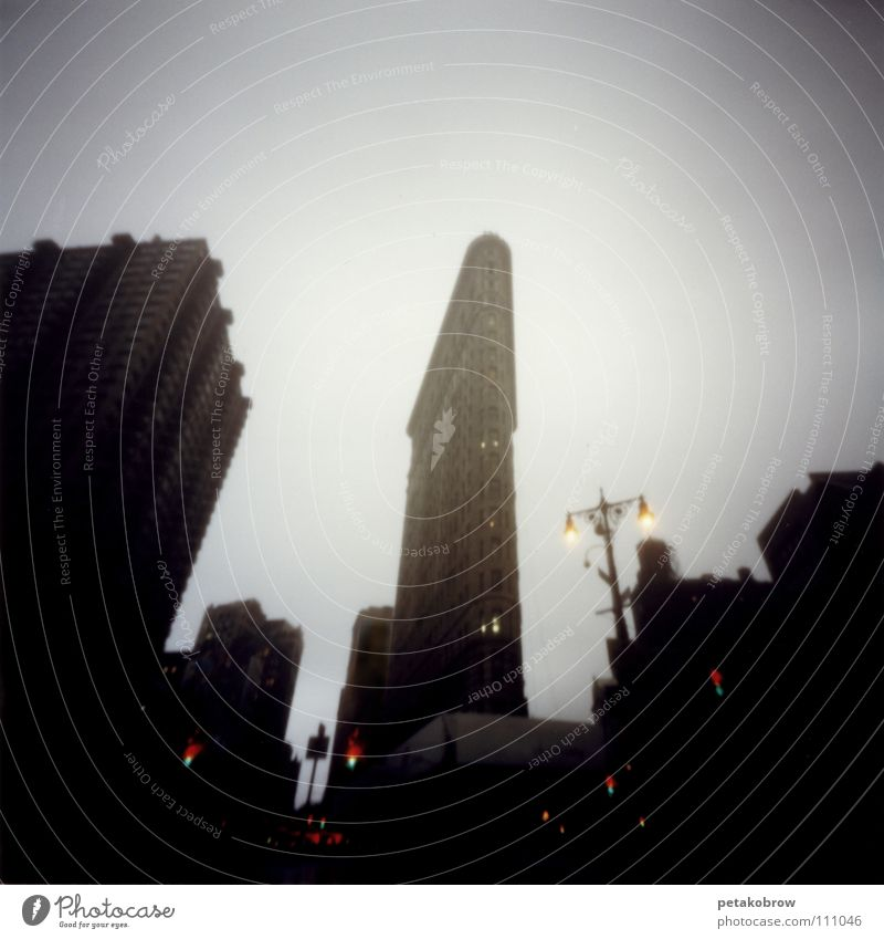 LochbildNY01 Regen Architektur New York City Manhattan Bügeleisen 5th Avenue Flatiron Building