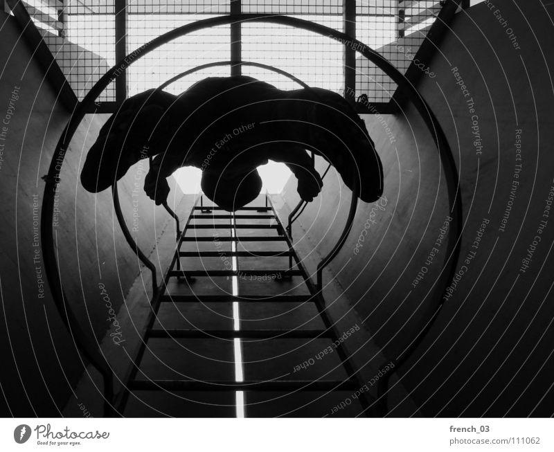 komm mal wieder runter I dunkel rund Kreis schwarz weiß Silhouette Tunnel Gitter Licht Abstieg aufsteigen Hand Höhenflug beruhigend Erholung Studentenwohnheim