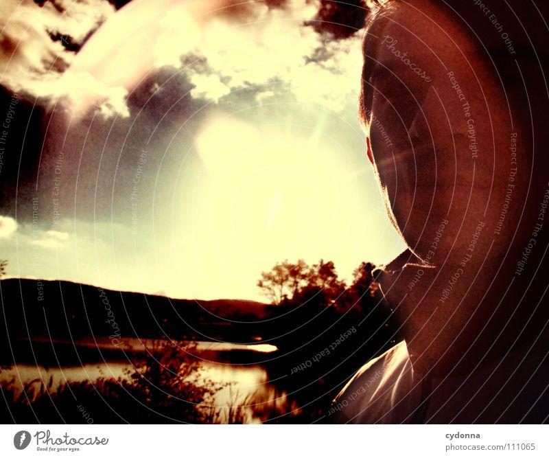 traveling light Mann Kerl Neugier geheimnisvoll Vogelperspektive Wiese Teich Licht retro Gegenlicht dunkel Silhouette Wolken blenden schön Denken Identität