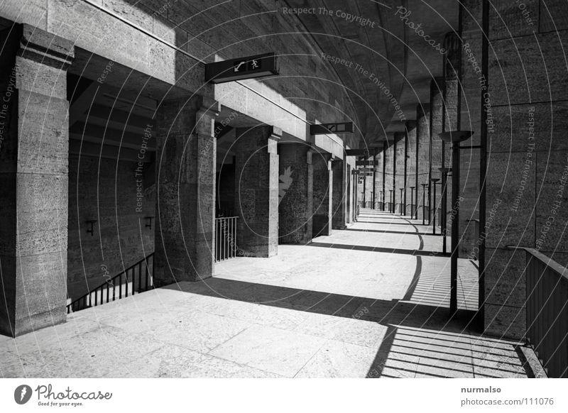 Olymp C Spielen Berlin Raum Treppe groß Macht Spaziergang rund Geländer Punkt Konzentration historisch Konzert Säule Ereignisse Stadion