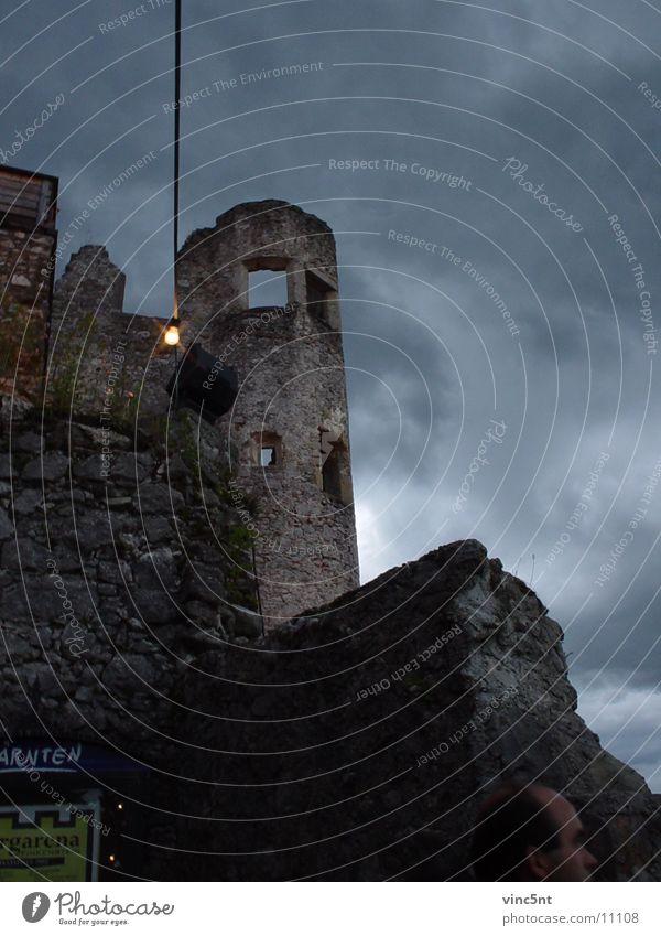 Burgturm Ruine Nacht mystisch Bundesland Kärnten historisch Turm burgarena Burg oder Schloss