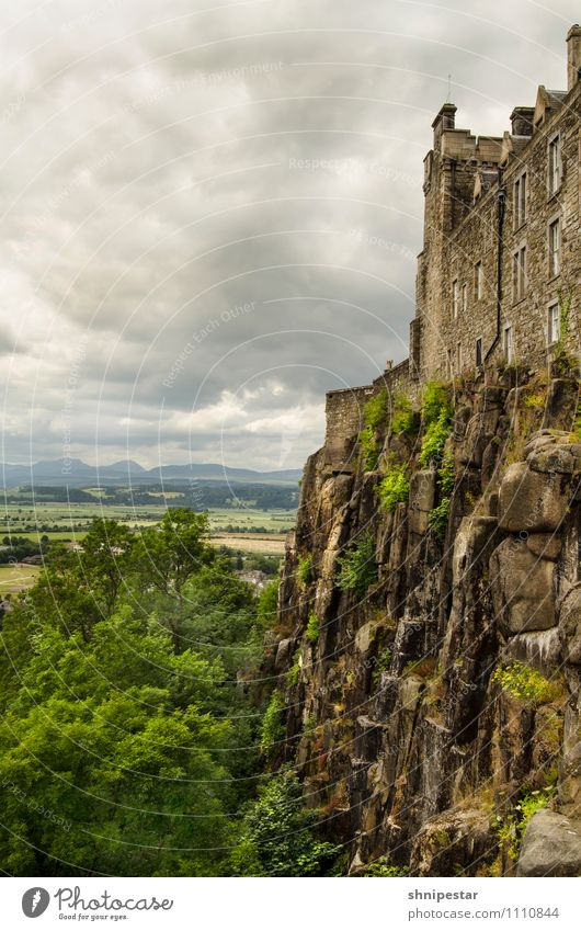 Stirling Castle Ferien & Urlaub & Reisen Stadt Erholung Landschaft Wolken dunkel Umwelt außergewöhnlich Felsen Tourismus Kraft Ausflug Klima Europa Urelemente