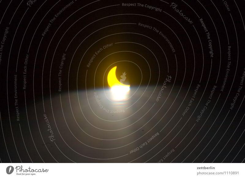 Sonnenfinsternis partiell Nacht Mond Blitze Reaktionen u. Effekte Lichterscheinung Lichteffekt Beleuchtung leuchten verdunkeln Astronomie Weltall Galaxie phase