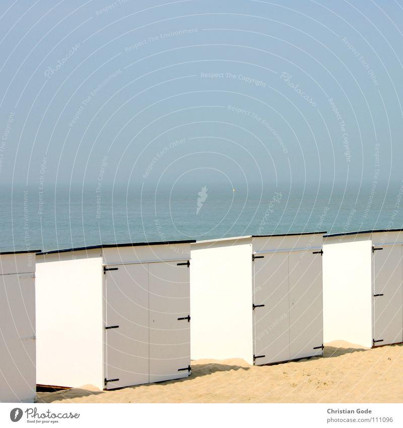 Strandarchitektur Belgien Sand Badehaus Badewasser Badetuch Strandkorb Strandhaus Sommer Himmel Meer Horizont Ferien & Urlaub & Reisen weiß blau Tür Küste