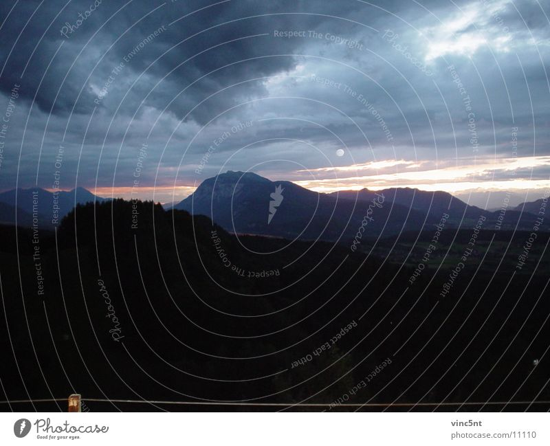 Sonnenuntergang in den Bergen Wolken Berge u. Gebirge Mond Wolkendecke