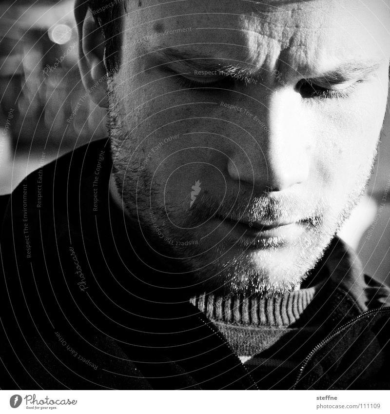 22 EUR 50 Porträt Denken Cappuccino Sonnenaufgang Gedanke verträumt träumen schwarz weiß ruhig dunkel Mann Bart geschlossene Augen Venedig Erholung Müdigkeit