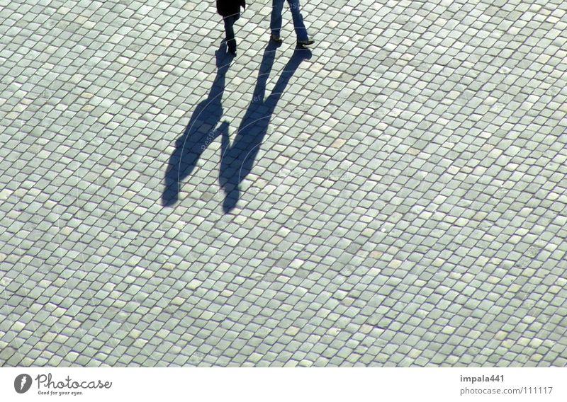 schattendasein V Fußgänger schwarz Bürgersteig Kopfsteinpflaster Spaziergang gehen Platz Fußgängerzone Dresden Verkehrswege Liebe Schatten laufen Paar Beine