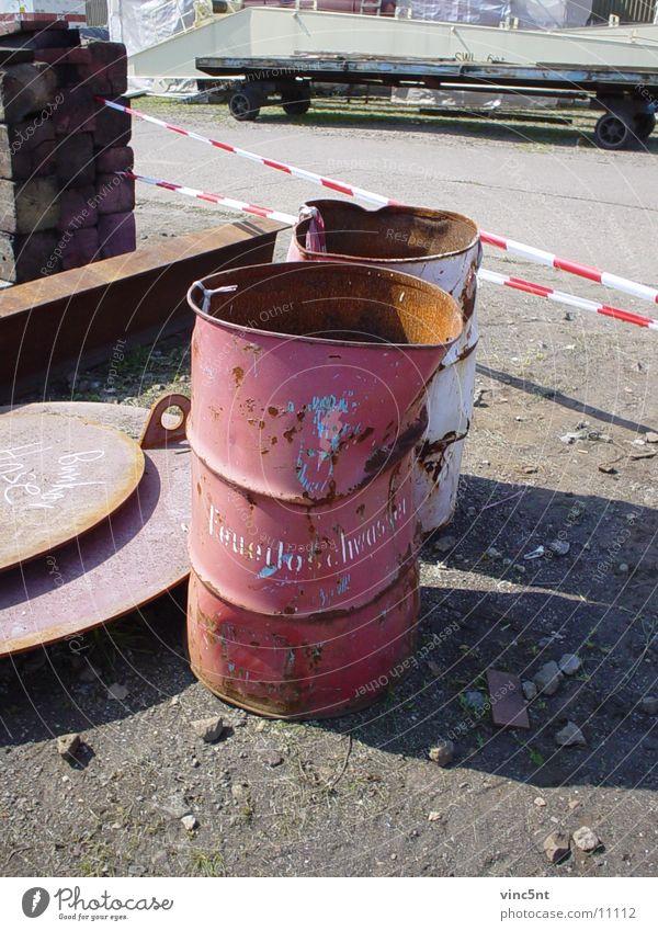 Feuerlöschwasser Fass Löschwasser rot Industrie Rost Hafen