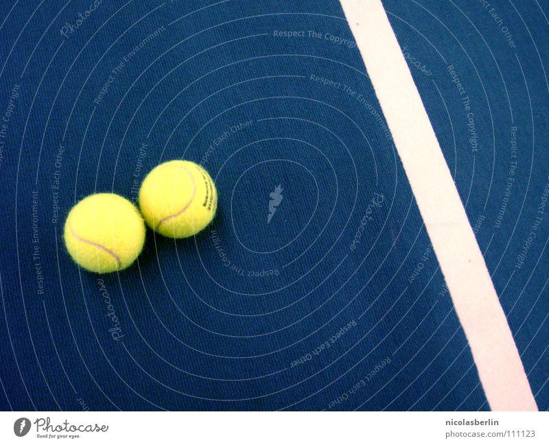 in der halle mag ich nich Freude Freizeit & Hobby Spielen Sport Ball Sportstätten Sportveranstaltung Menschenleer Platz Linie Streifen blau gelb weiß
