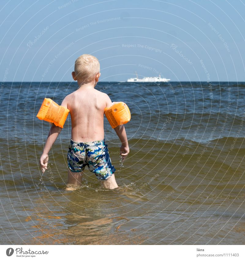 wo ist meine Wasserpistole Mensch Himmel Kind Ferien & Urlaub & Reisen Sommer Meer Strand Ferne Leben Junge Küste Spielen Schwimmen & Baden maskulin