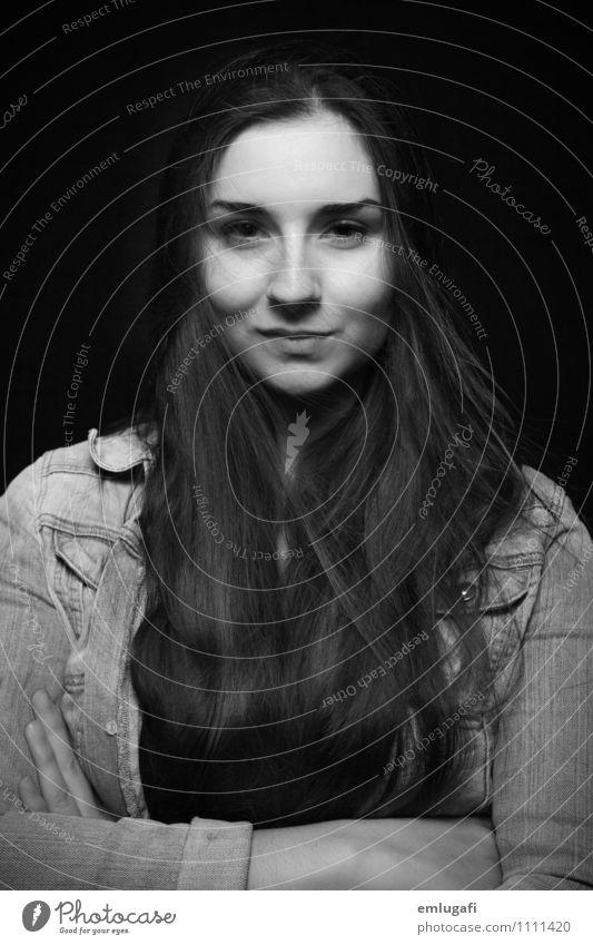 selbstbewusst Junge Frau Jugendliche Haare & Frisuren Gesicht selbstbewußt Coolness Kraft Respekt elegant Entschlossenheit Schwarzweißfoto Hintergrund neutral