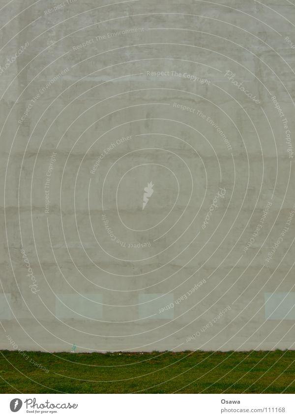 ich fühle mich heute so leer Haus kalt Wand Gras grau Traurigkeit Mauer Gebäude Beton leer Trauer Rasen Wut Ärger hart