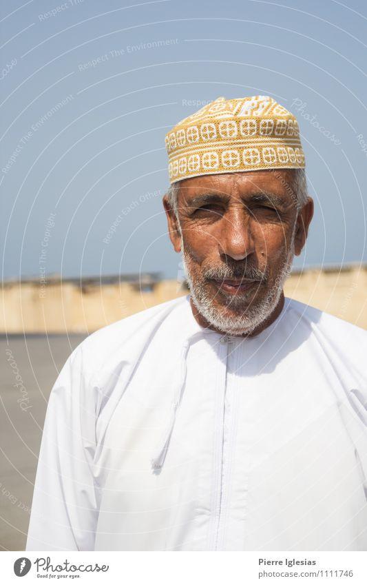 Araber im Oman Mensch Mann alt schön Sommer Erwachsene Leben Senior Sand maskulin Behaarung Erde Fröhlichkeit 45-60 Jahre 60 und älter Lächeln