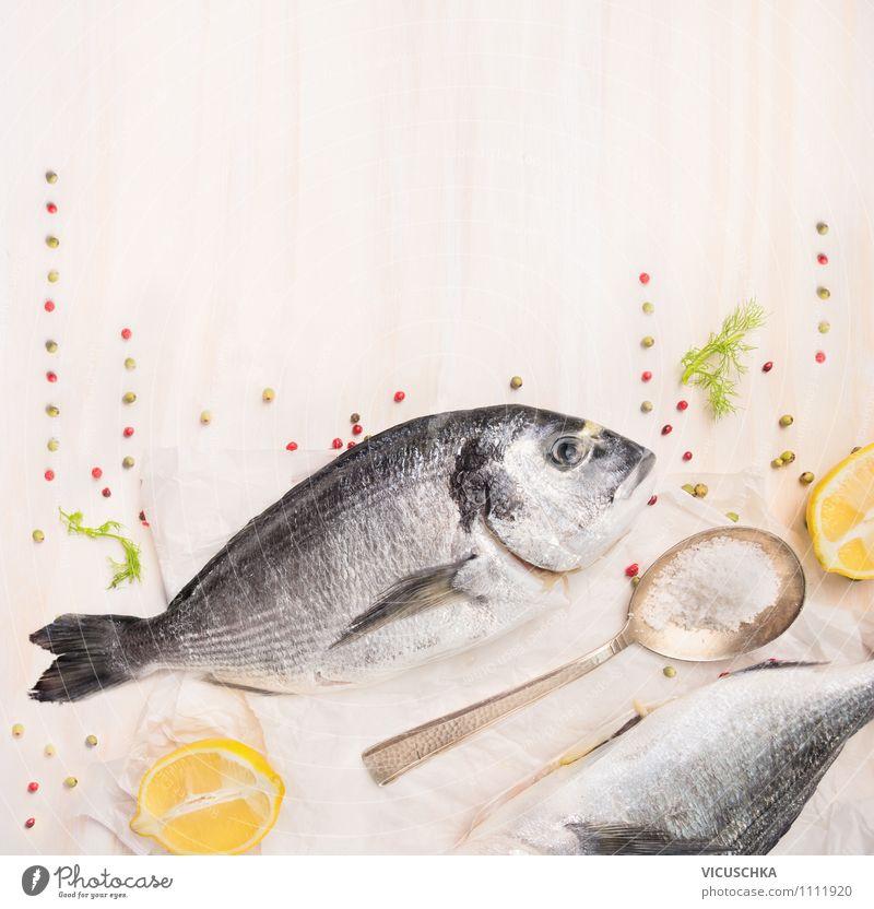 Dorado Fisch roh mit Gewürzen Lebensmittel Kräuter & Gewürze Ernährung Festessen Bioprodukte Vegetarische Ernährung Diät Löffel Lifestyle Stil Design
