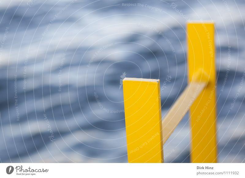 Gelber Retter II blau Meer gelb Leben Küste grau bedrohlich Schutz Hoffnung Hilfsbereitschaft planen Ziel Todesangst Ostsee Risiko stark