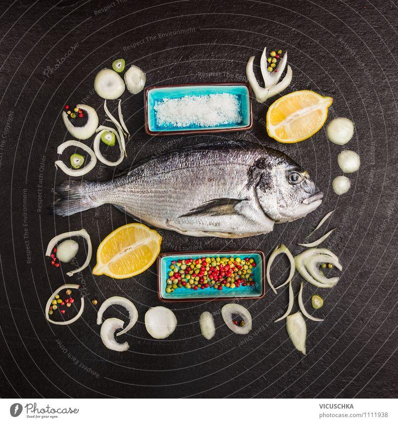Doardo Fisch mit Zwiebel,Zitrone und Gewürze Gesunde Ernährung Stil Hintergrundbild Foodfotografie Lebensmittel Design elegant Kräuter & Gewürze Bioprodukte