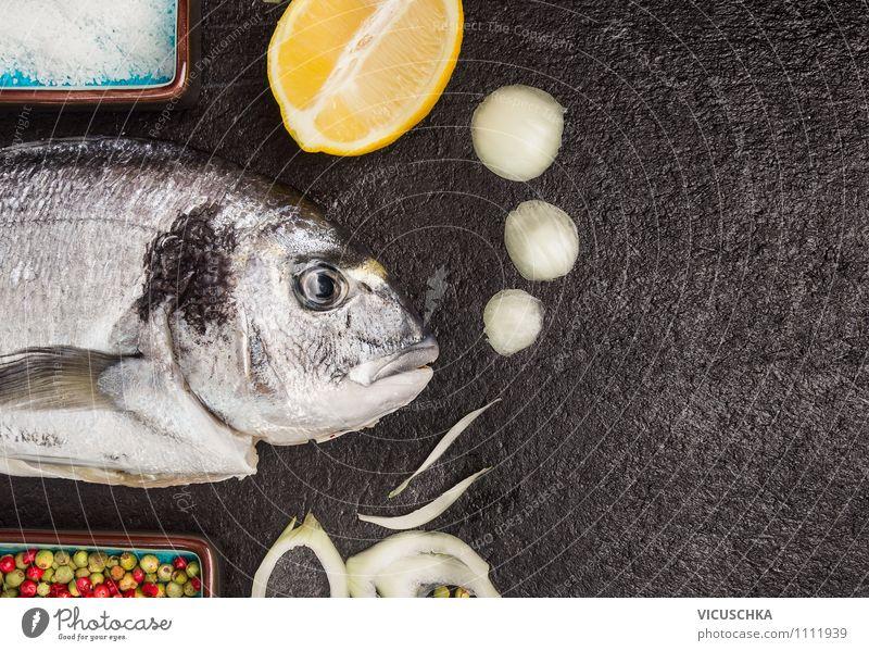 Fisch mit Zitrone und Gewürzen zubereiten Gesunde Ernährung schwarz Stil Speise Essen Hintergrundbild Lebensmittel Design Tisch Ernährung Kochen & Garen & Backen Kräuter & Gewürze Küche Postkarte Fisch Bioprodukte