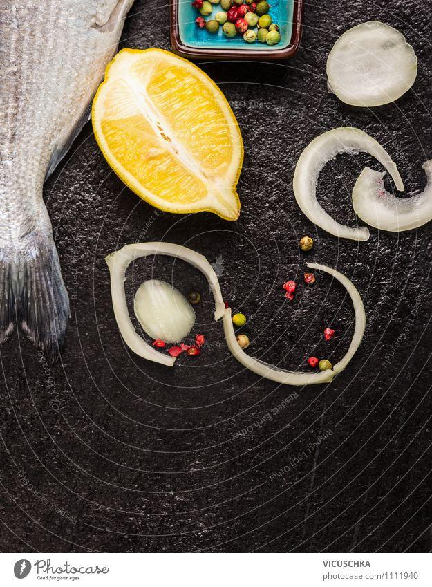 Fisch roh mit Zitrone, Zwiebel und Gewürzen Gesunde Ernährung schwarz gelb Leben Stil Hintergrundbild Stein Lebensmittel Design Tisch Kochen & Garen & Backen