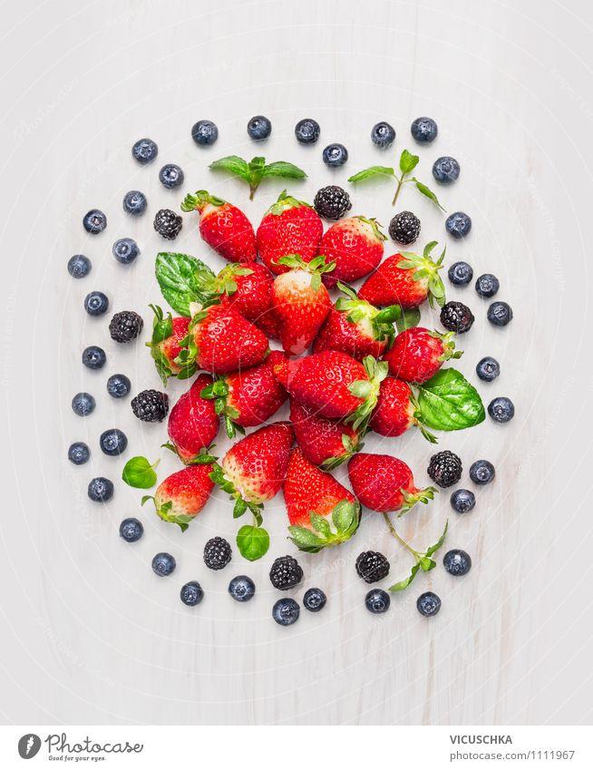 Brombeeren, Heidelbeeren , Erdbeeren Composing Natur Sommer Gesunde Ernährung Leben Foodfotografie Stil Hintergrundbild Garten Lebensmittel Design Frucht Ernährung Tisch Küche Bioprodukte Frühstück