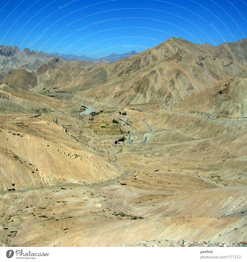 Stück Himalaja in Ladakh II Himmel blau Ferien & Urlaub & Reisen Straße Berge u. Gebirge Erde wandern hoch Kultur Asien Wüste trocken Amerika Indien Bergsteigen Himalaya