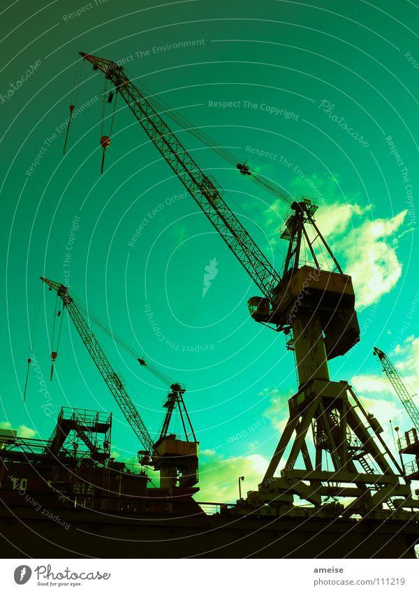 Unser kleiner Hafen [pt. 9] Himmel grün schwarz Wolken Farbe dunkel Arbeit & Erwerbstätigkeit Wasserfahrzeug Kraft Deutschland Hamburg Kraft Industrie Industriefotografie Hafen Maschine