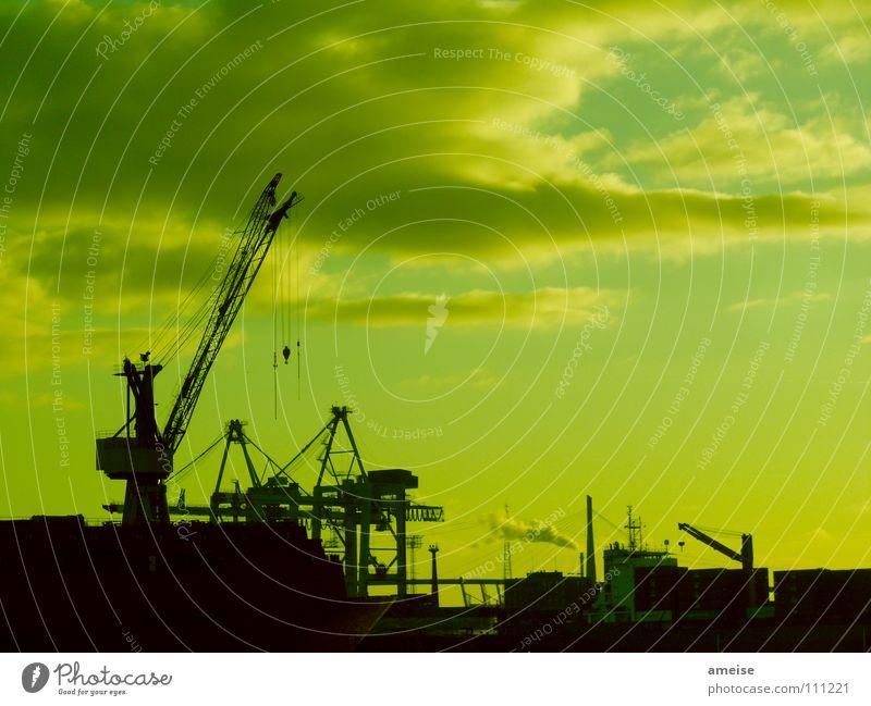 Unser kleiner Hafen [pt. 11] Hafenkran Portwein Wasserfahrzeug Wolken Himmel Deutschland Sonnenuntergang Werft Blohm + Voss grün Industriefotografie Maschine